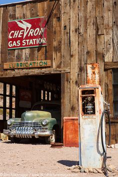 Joshua Tree Black 💎 Chevron Gas Station at Techatticup ghost town and gold mine, Nelson, Nevada Old Gas Pumps, Vintage Gas Pumps, Drive In, Abandoned Cars, Abandoned Places, Abandoned Mansions, Vintage Trucks, Old Trucks, Chevron Gas