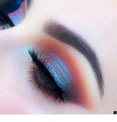 Make Up; Make Up Looks; Make Up Augen; Make Up Prom;Make Up Face; Skin Makeup, Eyeshadow Makeup, Beauty Makeup, Blue Eye Makeup, Mac Makeup, Makeup Style, Pink Eyeshadow, Duochrome Eyeshadow, Gold Makeup