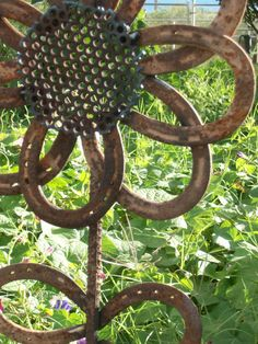 Great use of old horseshoes!