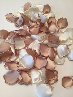 Champagne Petals/Rose Petals/Wedding Confetti/Tan Rose Petals/Beige Petals/Gold Rose Petals/Champagne Wedding Decor/Light Gold Petals in 2020 Rose Gold Aesthetic, Cream Aesthetic, Classy Aesthetic, Brown Aesthetic, Flor Iphone Wallpaper, Beste Iphone Wallpaper, Aesthetic Backgrounds, Aesthetic Wallpapers, Fond Design