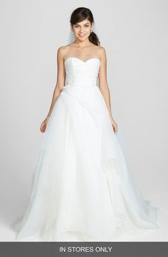 Nouvelle Amsale readily offers contemporary and chic silhouettes with femininity and elegance, providing the modern bride with affordable luxury looks.