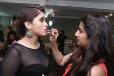 . The professional makeup artists are trained to deliver the right look to clients with the desired composition. Aspirants seeking to start a career in makeup industry needs to study the techniques joining a course from the experts.