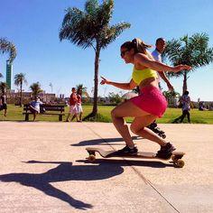 A @luana_dom usou Kaisan para andar de skate e olhem o resultado  Se você tem foto praticando algum esporte e usando nossas peças, marque a gente e apareça por aqui!  #fitness #kaisan #poderosa #lojavirtual #cliente #radical