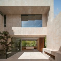 Image 6 of 15 from gallery of M3 House / OLARQ Osvaldo Luppi Architects. Photograph by Mauricio Fuertes