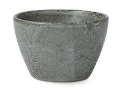 Bitz är en porslinsserie som är tillverkat av stilfullt stengods med en reaktiv glasyr vilket ger varje del i serien en unik yta. Varje skål, tallrik och mugg har sin unika finish, det här ger din dukning en riktigt levande och härligt rustik känsla som både skapar värme och utstrålar gemenskap. Stengods är mikrougnssäkert och tål maskindisk.