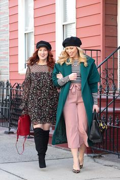Vintage New York Winter Style Baker Boy Hat Floral Dress Outfit Black Beret Emerald Coat Striped Shirt Pink Culottes Look What's Old is New Again! These Trends are BACK! Boys New Fashion, Fashion 2017, Girl Fashion, Fashion Outfits, Style Fashion, Outfits With Hats, Stylish Outfits, Autumn Street Style, Winter Style