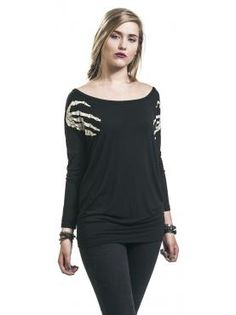 Long sleeve shirt from Full Volume by EMP: - Front print - Boat neck - Overlapping shoulders - Floaty feel - Wide elastic hem Don't worry — he just wants to play! A skeleton is grabbing you by the shoulders with his long, bony fingers on this long-sleeved shirt from Full Volume by EMP. This comfy ladies tee with skeleton hands is really not for the faint hearted.