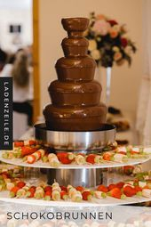 A chocolate fountain for the wedding is a wonderful idea for an active buffet. If you set up the chocolate fountain at the Candy Bar, it will become a popular meeting place for your guests with its fruity-sweet snacks. Buy your chocolate…Read Chocolate Fountain Bar, Chocolate Fountains, Diy Wedding Food, Diy Wedding Programs, Party Platters, Fondue, Catering, Chocolate Bonbon, Kinds Of Salad