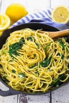 Super simple one pot pasta recipe for lemon spaghetti with spinach. Not only super tasty, but also totally easy to prepare! Super simple one pot pasta recipe for lemon spaghetti with spinach. Not only super tasty, but also totally easy to prepare! Vegan Dinner Recipes, Healthy Recipes, Pasta Recipes, Whole Food Recipes, Vegetarian Recipes, Cooking Recipes, Recipes With Spinach Noodles, Vegan Appetizers, Zucchini Noodles