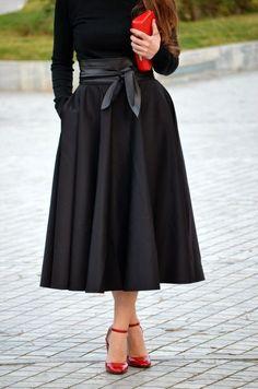 Dear stylist, I love this all black simple look also. I don't like the tea length skirt too puffy. Modest Fashion, Skirt Fashion, Love Fashion, Autumn Fashion, Fashion Outfits, Womens Fashion, Trendy Outfits, Tea Length Skirt, Cooler Look