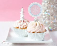 Winter Wonderland Cupcakes (love silver cupcake papers)