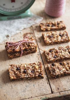 Barres tendres sans cuisson Raw Food Recipes, Snack Recipes, Dessert Recipes, Paleo Dessert, Wonderful Recipe, Vegan Snacks, Vegan Food, Granola Bars, A Food