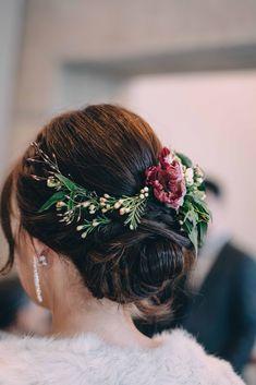 Flower hairpieces on wedding, toronto wedding, wedding florist 24k Gold Rose, Rose Gold Color, Flower Hair Pieces, Flowers In Hair, Plastic Earrings, Toronto Wedding, Vintage Vibes, Crystal Drop, Cultured Pearls