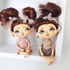 Всем доброго дня  А у меня новинка ...это не просто мини пупсики  да да они маленькие, помещаются вдвоём на ладошке , они умеют сидеть , руки ноги двигаются и сгибаются  есть ещё сюрприз , листайте фото всё увидите ❤️ #кукларучнойработы #кукла #куклакупить #куклаизткани #текстильнаякукла #малыш #пупсик #дочка #дочкиматери #доченька #мимими #handmade #ручнаяработа #своимируками