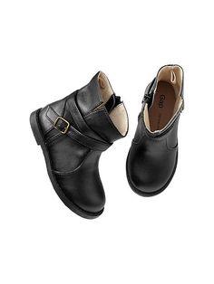 Scout The City   A Fashionable Lifestyle Blog #StylishShoes #FashionableShoes #KidFashion