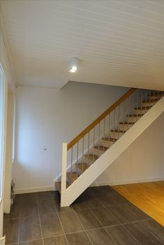 Rak trappa med steg i ek Stairs, House Ideas, Inspiration, Home Decor, Houses, Biblical Inspiration, Stairway, Decoration Home, Room Decor