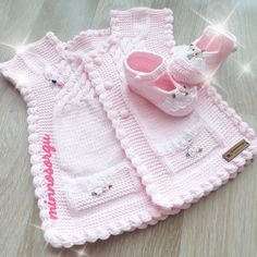 Baby Vest Models More than 40 best examples - Babykleidung Knitting Terms, Knitting For Charity, Knitting Blogs, Knitting Kits, Baby Knitting, Crochet Baby Sweaters, Knitted Baby Clothes, Knitted Baby Blankets, Baby Blanket Crochet