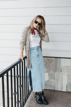 Jeans Vintage, Looks Jeans, Denim Outfit, Jean Skirt, Ideias Fashion, Mom Jeans, Personal Style, Casual Outfits, Couture