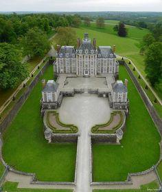 Le château de Balleroy dans le Calvados : imposant, majestueux avec une cours et un jardin sublimes. #château #France