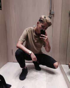 Tomboy Style — andro-boi: You know I deserve it, I've been. Tomboy Style — andro-boi: You know I d Tomboy Haircut, Androgynous Haircut, Androgynous Women, Tomboy Hairstyles, Androgynous Fashion, Tomboy Fashion, Tomboy Style, Androgyny, Girl Style