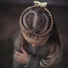 """""""First back to school hair style! Inspired by @vlechtidee ❤️ I will be doing a blog with more views of each back to school style and possibly, hopefully, tutorials so stay tuned!"""" Photo taken by @abellasbraids on Instagram, pinned via the InstaPin iOS App! http://www.instapinapp.com (08/11/2015)"""