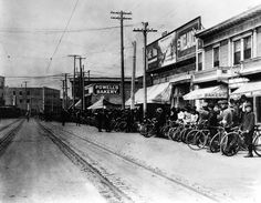 Los Angeles. 1900. Spring St. near 8th