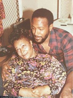 Rare photo of Marvin Gaye with his precious mother Alberta! Foreign Celebrities, Black Celebrities, Celebs, Music Icon, Soul Music, Indie Music, Divas, Vintage Black Glamour, Marvin Gaye