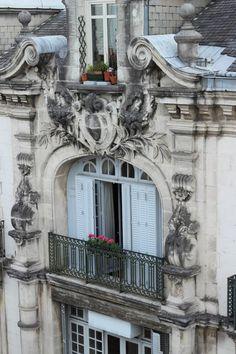 J'aime les façades anciennes à Paris.