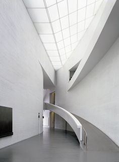 Kiasma entrance hall, photo Joel Rosenberg, Central Art Archives