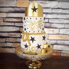 Wonder Woman - cake by Baker Mamma - CakesDecor Wonder Woman Birthday Cake, 40th Birthday Cake For Women, Wonder Woman Cake, Birthday Presents For Her, Wonder Woman Party, 40th Birthday Cakes, Birthday Gifts For Husband, 40th Birthday Parties, Bling Party