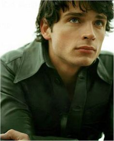 TOM WELLING IS SO HANDSOME!!