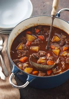 Seriously Simple Beef Stew — Consider this Healthy Living recipe the best of both worlds. Hearty, one-pot beef stew that's just right for a cool night but can also fit into your smart eating plan. Kraft Recipes, Beef Recipes, Soup Recipes, Cooking Recipes, What's Cooking, Kraft Foods, Cooking Zucchini, Recipies, Party Recipes