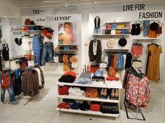 Resultado de imagen de visual merchandising planogram wall pants
