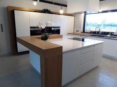 Kitchen Room Design, Modern Kitchen Design, Interior Design Kitchen, Kitchen Cabinets Color Combination, Kitchen Cabinet Colors, Kitchen Cabinet Wine Rack, Curved Kitchen Island, Custom Home Bars, Kitchen Benchtops