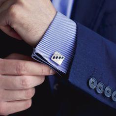 日本ではカフスと略称で呼ばれるカフスボタン(カフリンクス)。スーツの袖口が知的になるおすすめアイテムです。今回は数あるカフスの中でも粋なブランドとして人気の10個をお教えします。20代・30代のビジネスマン必見!
