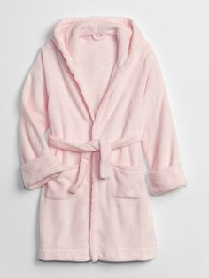 Gap offers adorable girls pajamas that are comfy and cozy. Find a variety of sleepwear, cute pajama sets, nightgowns, and robes. Girls Sleepwear, Girls Pajamas, Pajamas Women, Fuzzy Robe, Kids Robes, Hooded Winter Coat, Girl Outfits, Fashion Outfits, Girls Fleece
