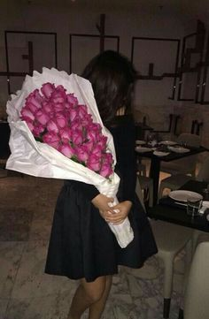 Lovely Bouquet of Flowers ♥ Girl Photo Poses, Picture Poses, Girl Photos, Kylie Jenner Style, No Rain, Stylish Girl Pic, Girly Pictures, Photos Tumblr, Instagram Story Ideas