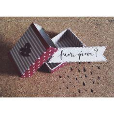 Fuori piove?   (piccole scatoline di stoffa per grandi cuori)  #stoffa #pois #little #boxes #handmade #gift #packaging #calligraphy #calligrafia
