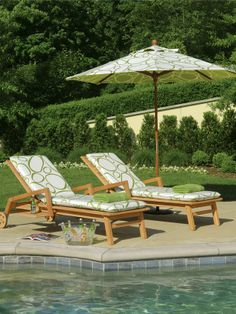 Extra towels and a bucket of sodas can be all you need for a day by the pool. >>  http://www.hgtv.com/entertaining/13-party-ready-outdoor-spaces/pictures/page-8.html?soc=pinterest