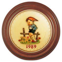 1989 Annual Hummel Plate No. 285 Farm Boy. $99.00