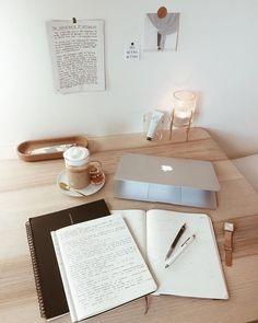 Study Desk, Study Space, Desk Inspiration, Study Organization, Study Hard, Studyblr, Study Notes, Student Life, Study Motivation