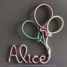 Alice Para orçar/encomendar acesse o site - link no perfil☝️e escolha o modelo 'Nome com 3 balões'. No campo comentários informe o nome e as cores. Para inicial maiúscula compre uma letra a mais. #portamaternidade #itsagirl #alice #babygirl #desing #kidsroom #babyroom #decor #maedemenina #quartodemenina #quartodebebe #instakids #instababy #gravida #gravidez #maternidade #tricotin #icord #rabodegato #cinzamedio2 #rosabebe10 #verdementa21 #rosabebe10 #offwhite25