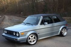 Classic Car News – Classic Car News Pics And Videos From Around The World Golf 1 Cabriolet, Vw Golf Cabrio, Vw Mk1, Cacher Cable Tv, Convertible, Volkswagen Group, Volkswagen Models, Small Cars, Cool Cars