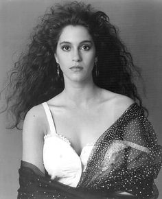 I was/am guycrazy but I really fangirled over Jami Gertz, She played Star in The Lost Boys movie. She's one of the few Hollywood actresses in an endless sea of Hot guys, that I admired. Lost Boys Movie, The Lost Boys 1987, Movie Tv, Scary Movies, Great Movies, 80s Movies, Horror Movies, Hollywood Actresses, Actors & Actresses