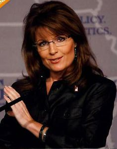 And that always please please f****** look Sarah Palin so sexy ! Over 40 Hairstyles, Hairstyles With Glasses, Cool Short Hairstyles, Hairstyles For Round Faces, Hair Styles For Women Over 50, Short Hair Styles, New Hair, Your Hair, Crop Hair
