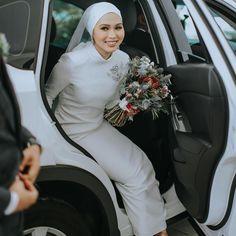 Muslimah Wedding Dress, Wedding Dresses, Wedding Looks, Dream Wedding, Wedding Photography Contract, Blackpink Fashion, Wedding Things, Islamic, Bliss