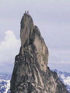 WoW amazing 2 climbers to of Trango tower Superb view of Karakoram mountains range Hunza valley Gilgit Baltistan Pakistan Bergen, Beautiful World, Beautiful Places, Nature Landscape, Pakistan Travel, Escalade, Kayak, Photos Voyages, Extreme Sports