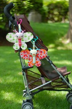 We have a great variety of free, fun toys and softies for you at Sew Mama Sew, including this darling Baby Butterfly. Easy Sewing Projects, Sewing Tutorials, Sewing Crafts, Sew Mama Sew, Sewing Toys, Baby Sewing, Quilt Baby, Baby Kind, Baby Crafts