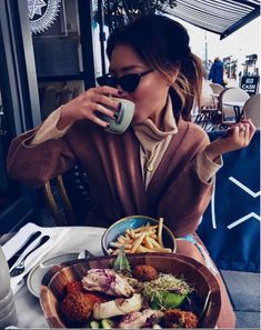 Diet tip: eat food off other people's plates. It's their calories, so they don't count 🙈🙉🙊 #fashion #style #moda #streetfashion #topfashion #amazing #goodlooking #fashionable #fashiondesigner #fashionshop #modafitness #styling #styleinspiration #modafashion