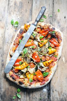 Vegetarian pizza with grilled vegetables and herbs! Because sometimes I read thoughts . Vegetarian Pizza, Veggie Pizza, Vegetarian Recipes, Healthy Recipes, Dorian Cuisine, Pizza Buns, Pizza Legume, Flatbread Pizza Recipes, Grilled Vegetables